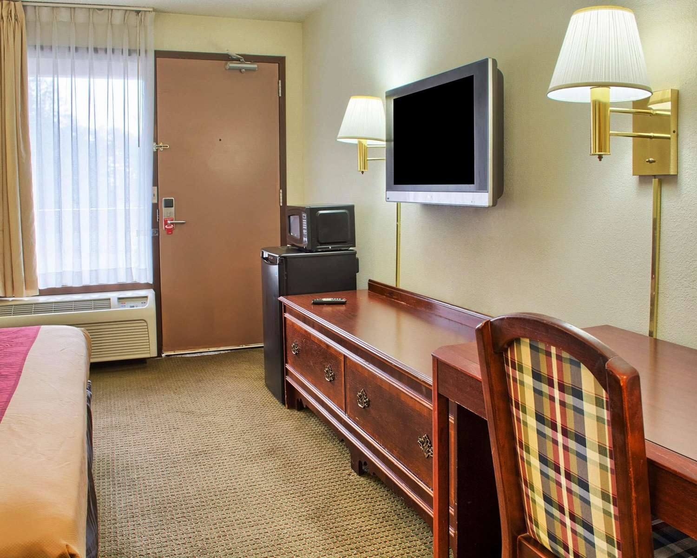 Room - Econo Lodge West Richmond