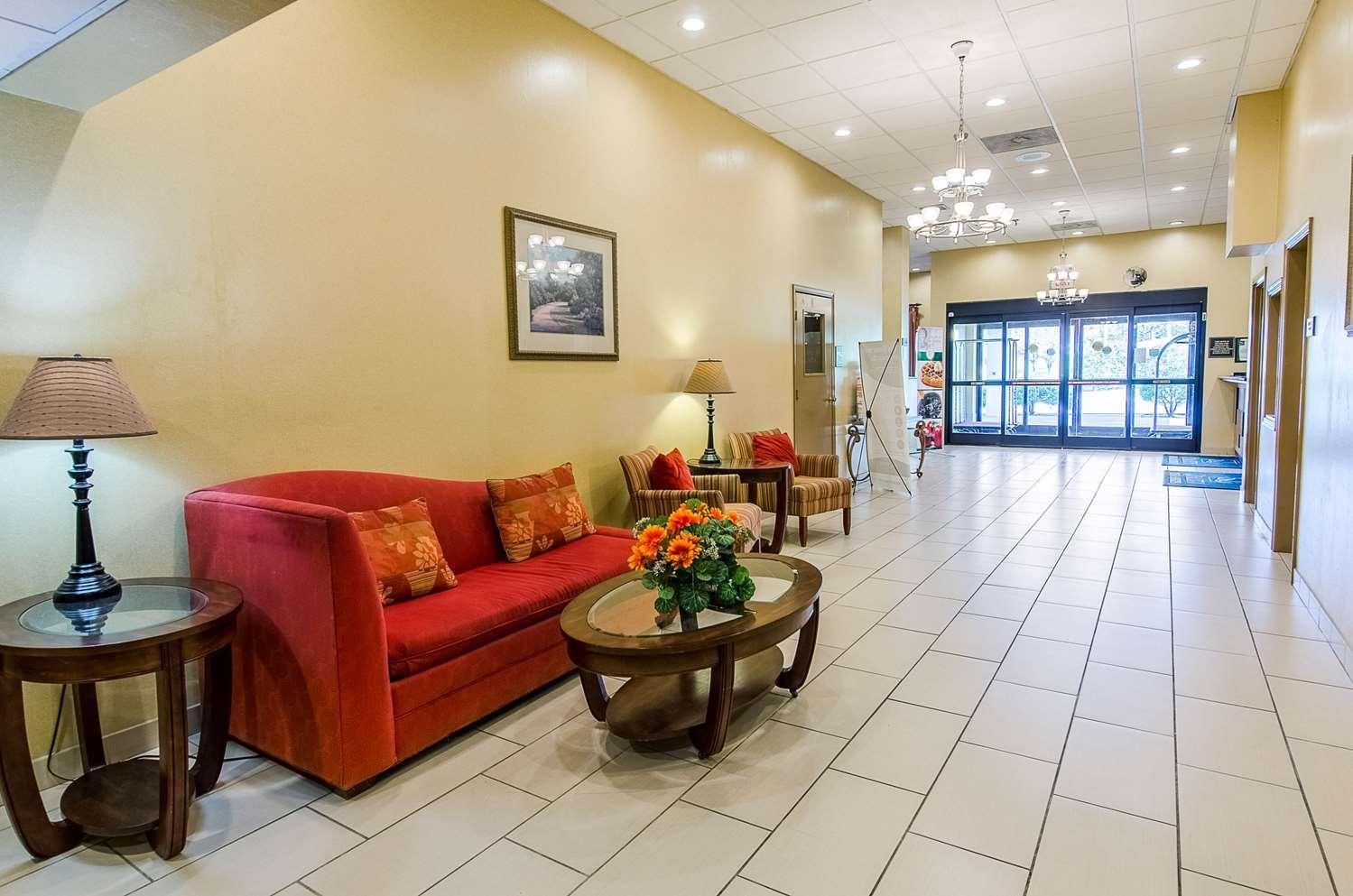 Lobby - Quality Inn & Suites Lexington