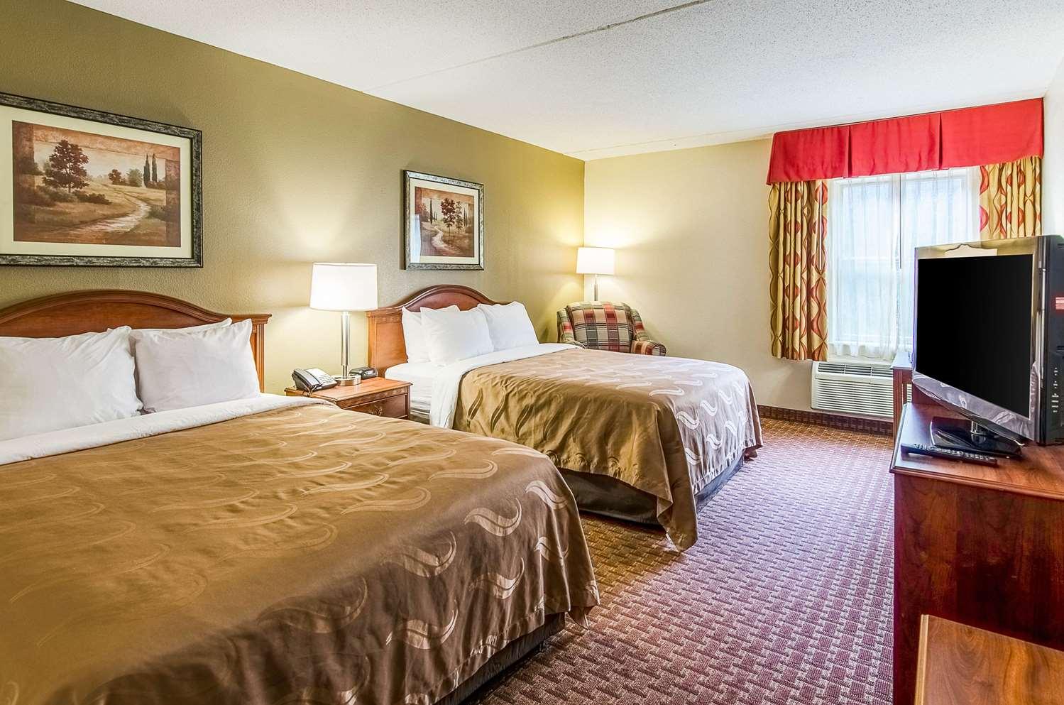 Room - Quality Inn & Suites Lexington