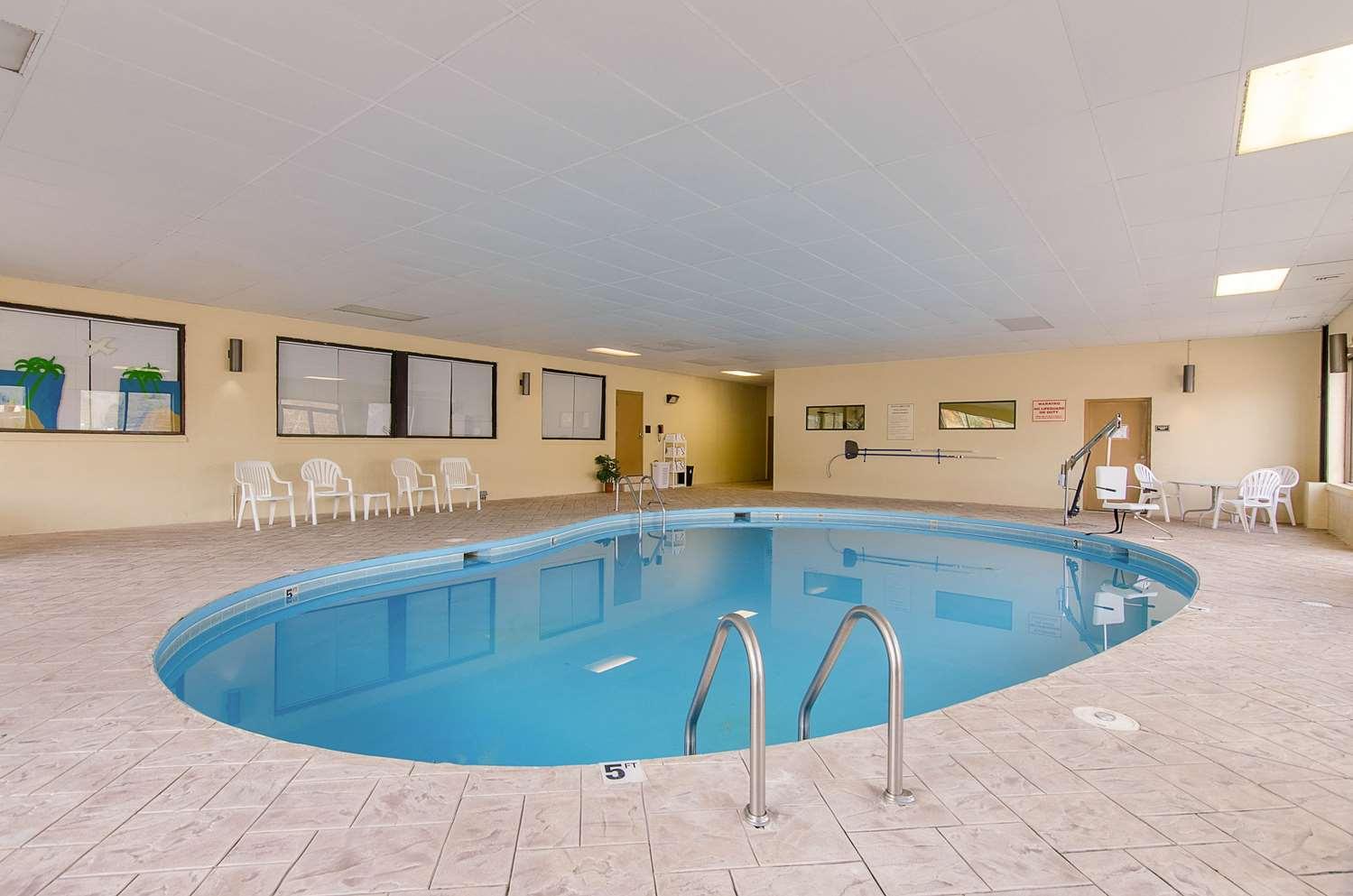 Pool - Quality Inn & Suites Lexington