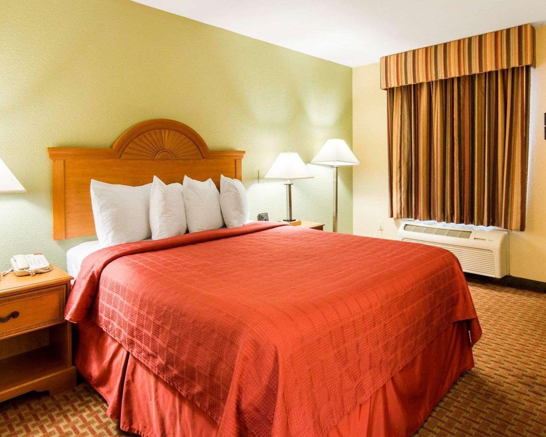 Room - Quality Inn South Hill