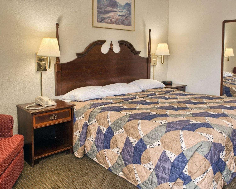 Room - Rodeway Inn Richmond