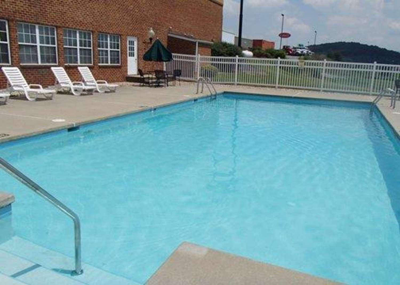Pool - Comfort Inn & Suites Raphine