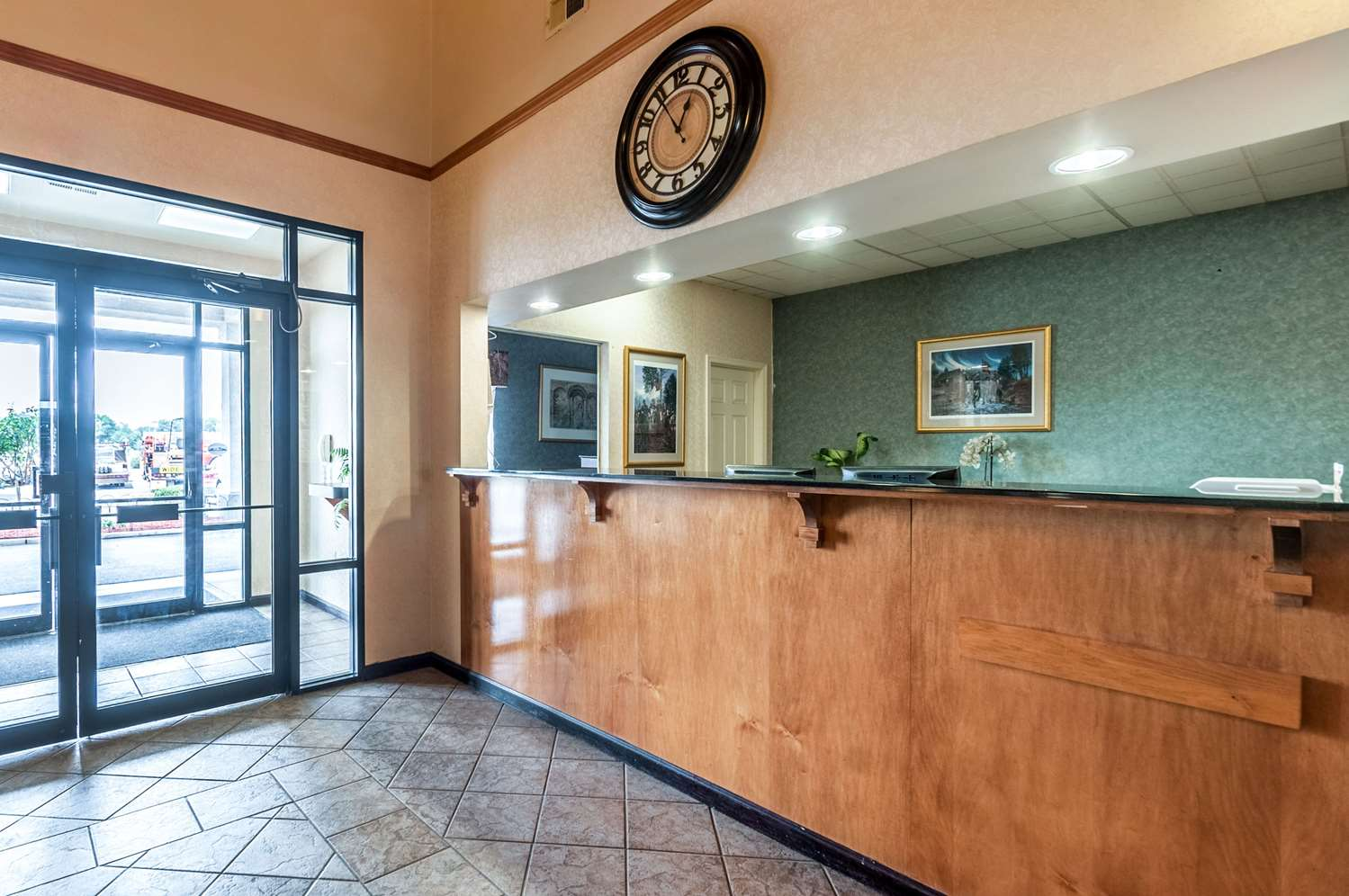 Lobby - Econo Lodge Inn & Suites Middletown