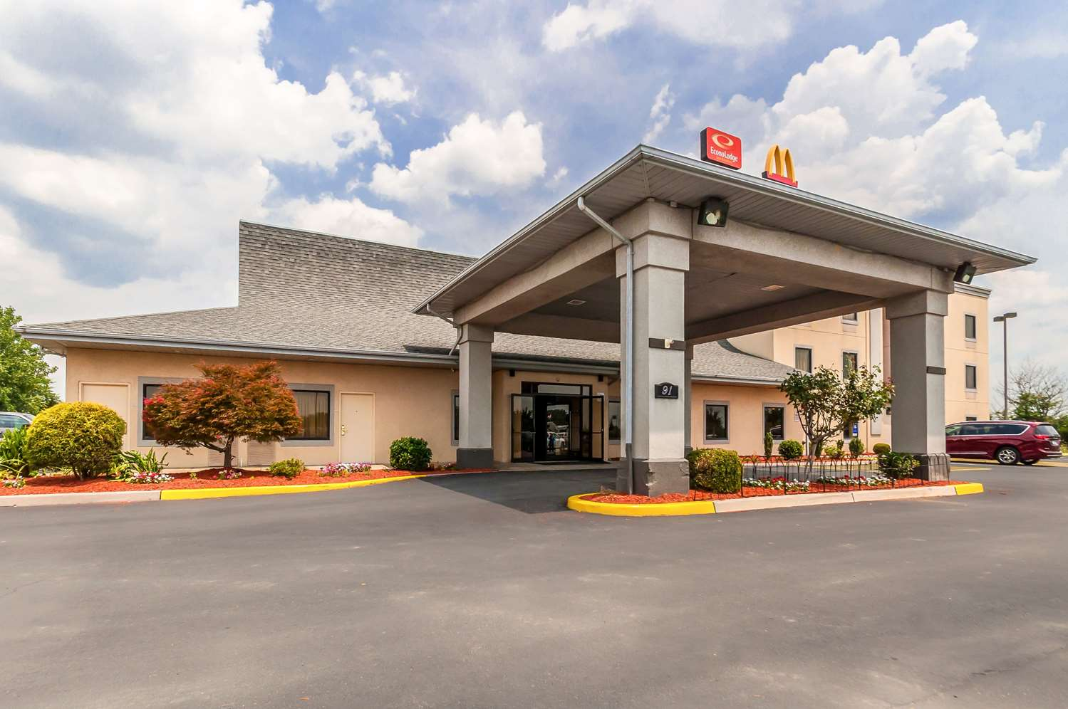 Exterior view - Econo Lodge Inn & Suites Middletown