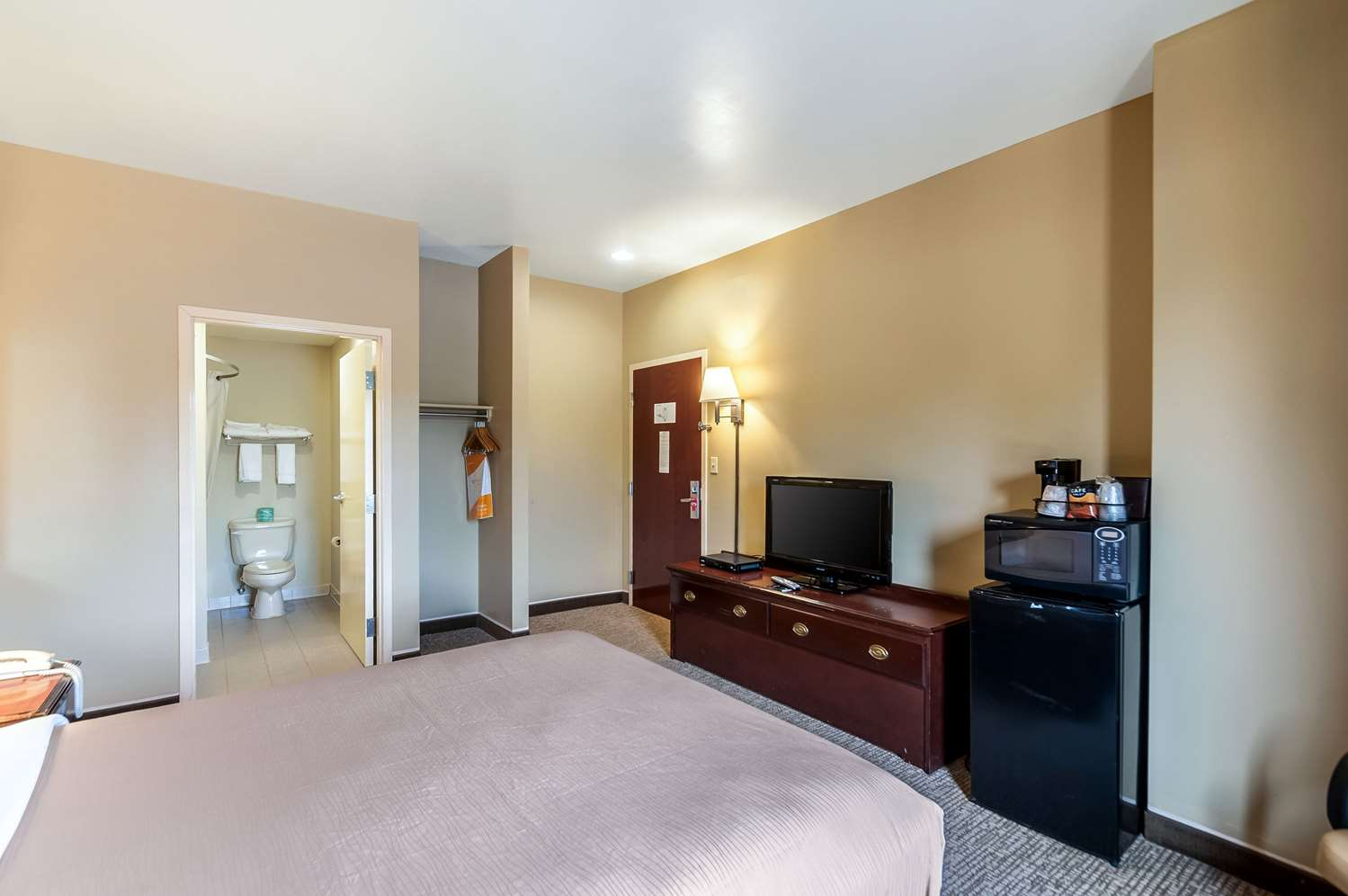 Room - Econo Lodge Inn & Suites Middletown