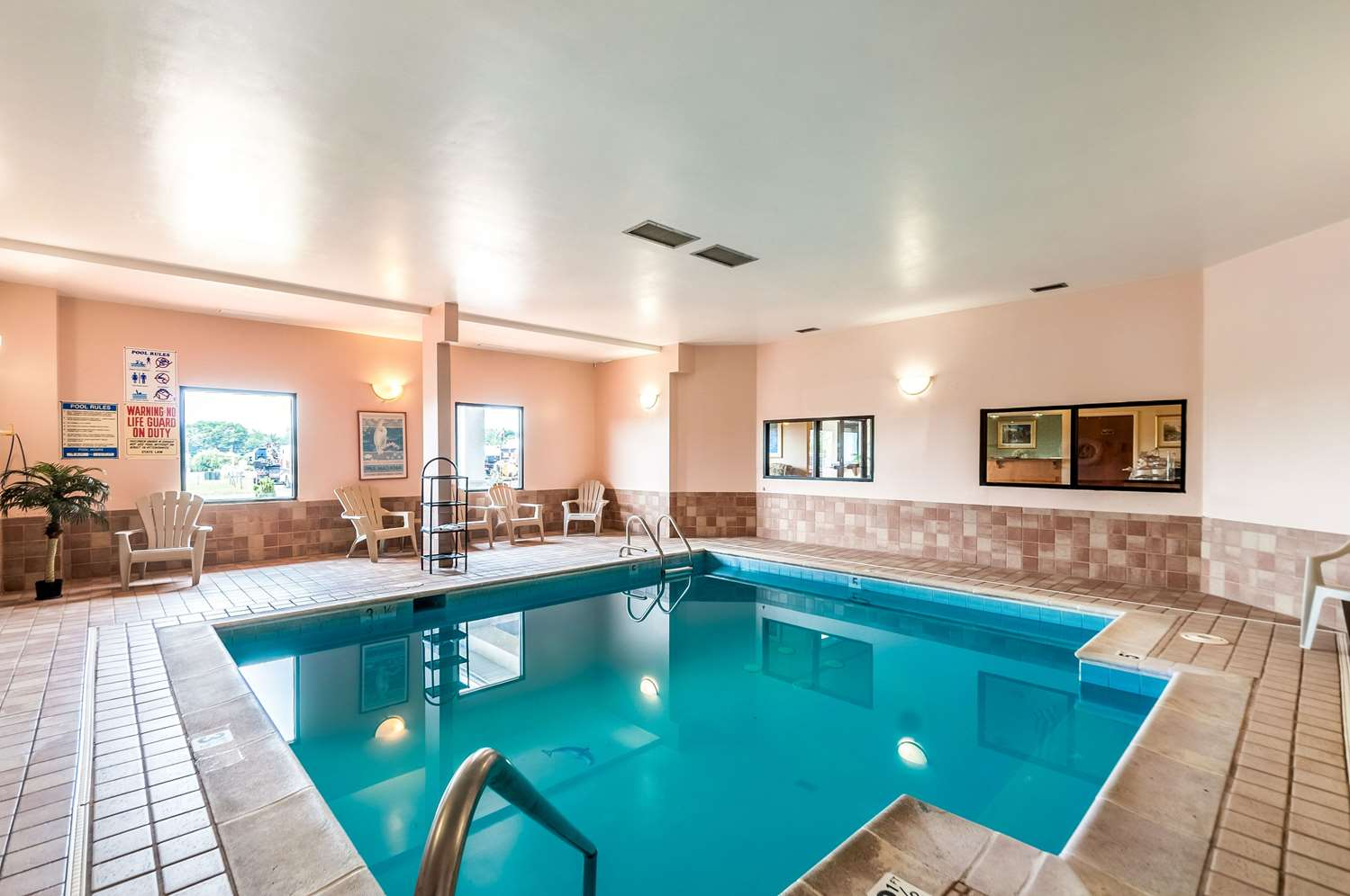 Pool - Econo Lodge Inn & Suites Middletown