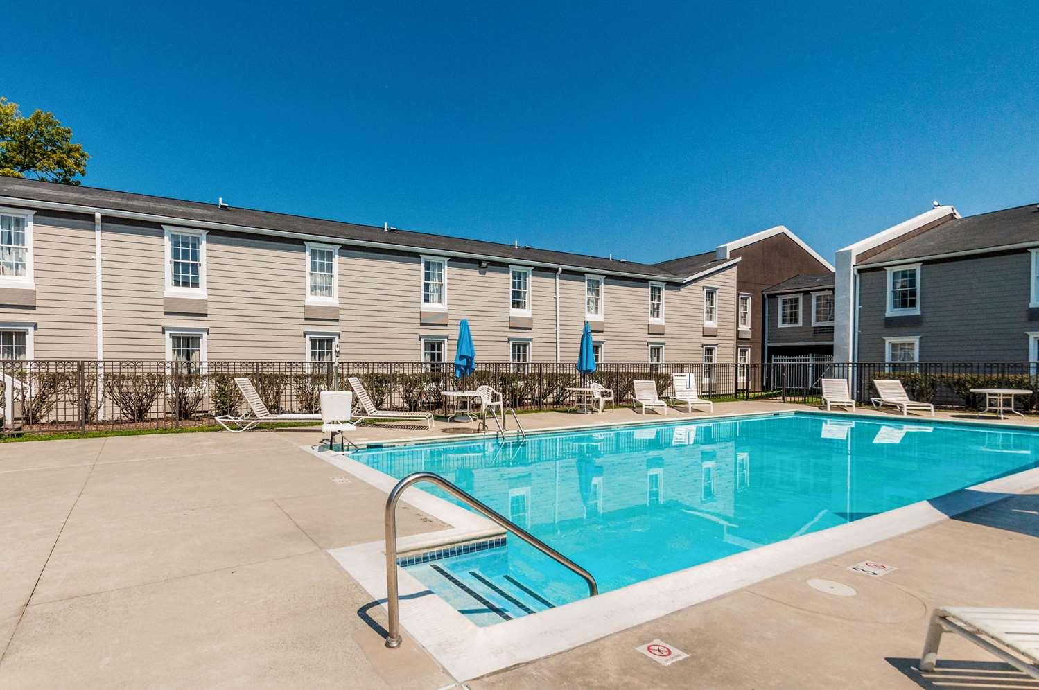 Pool - Clarion Inn Leesburg