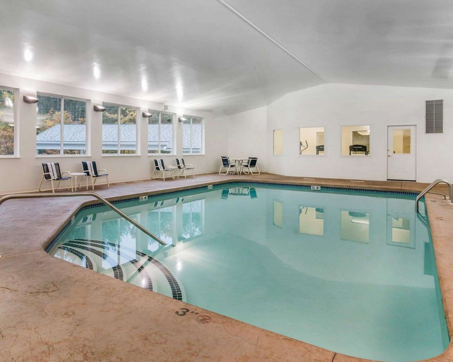 Pool - Quality Inn at Quechee Gorge