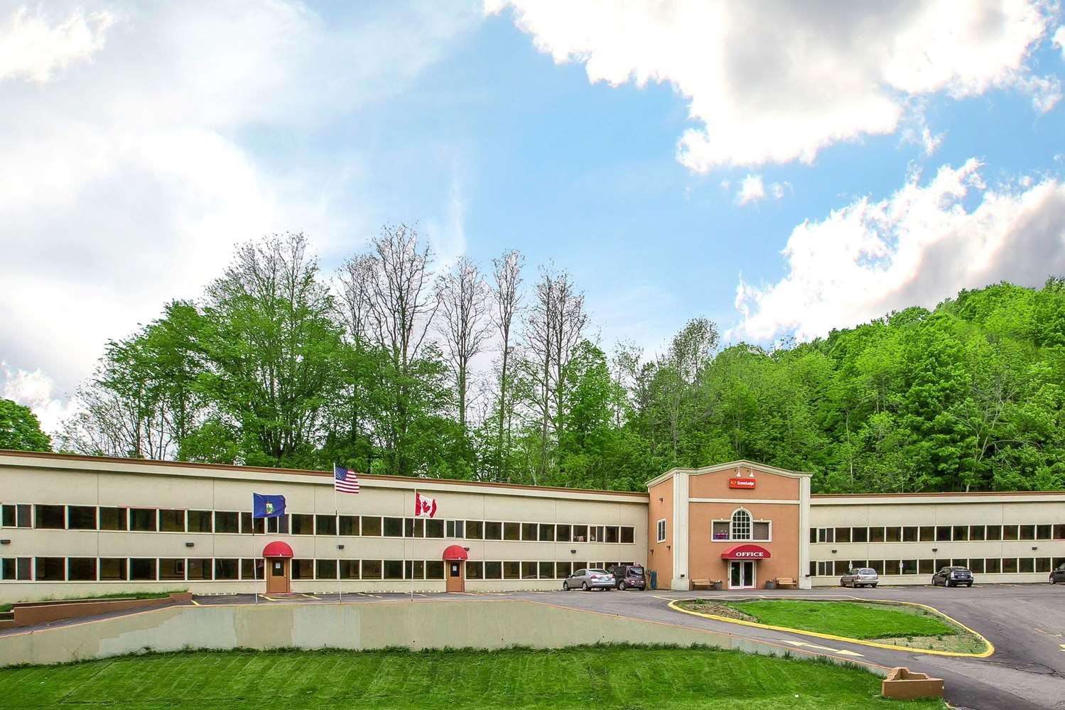 Exterior view - Econo Lodge Montpelier