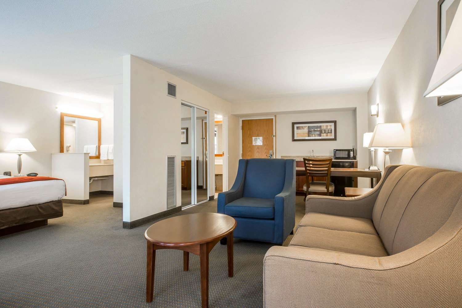 Suite - Comfort Suites South Burlington