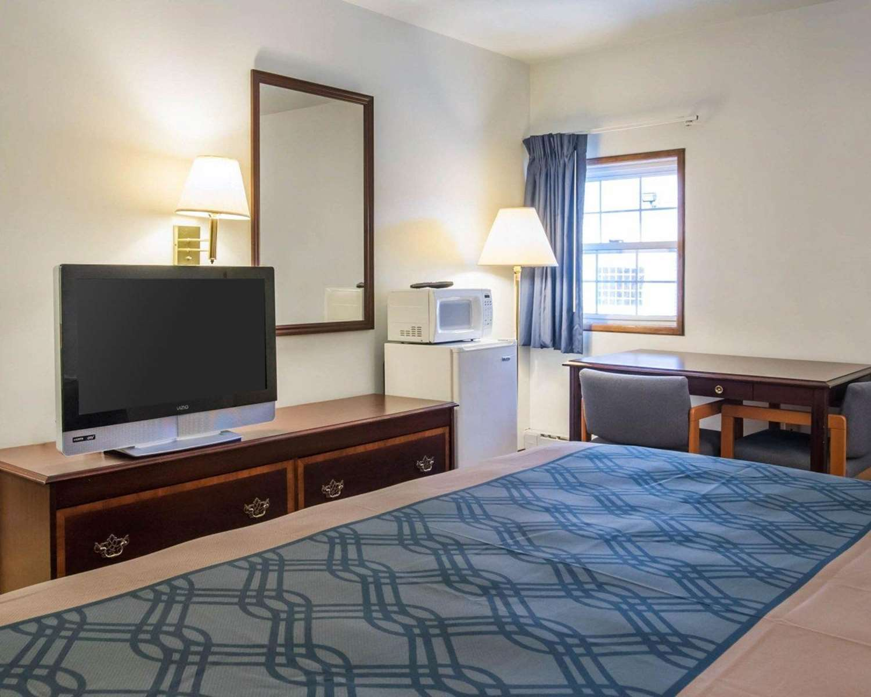 Room - Econo Lodge St Albans