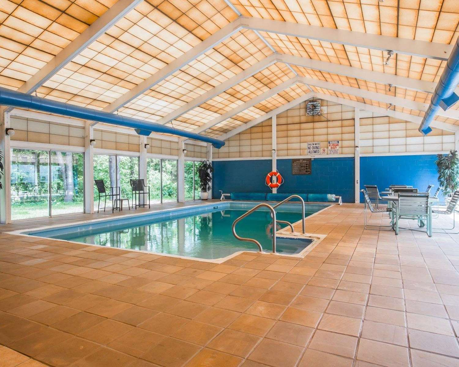Pool - Quality Inn & Conference Center Brattleboro