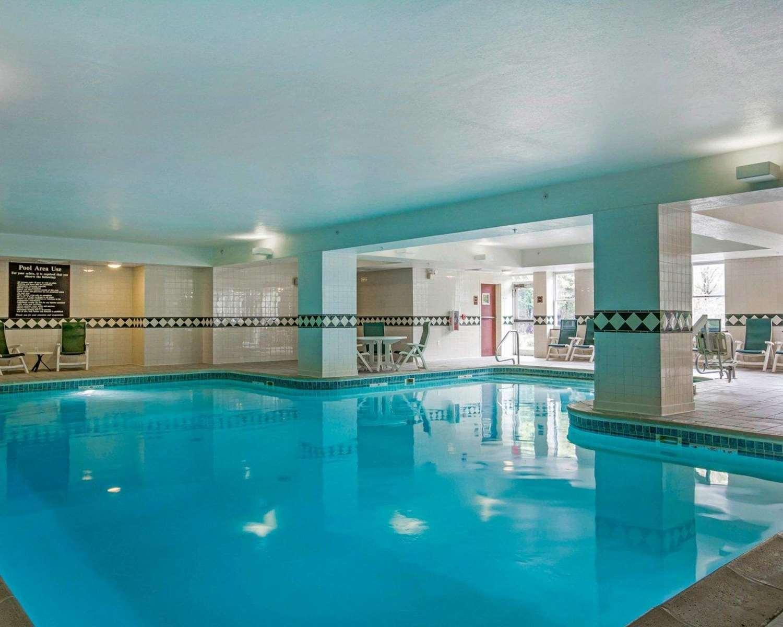 Pool - Comfort Inn & Suites Near Burke Mountain St Johnsbury