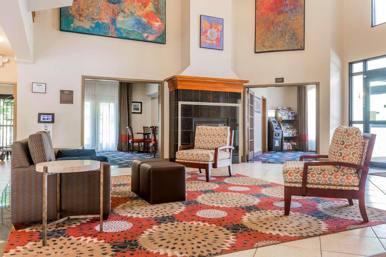 Lobby - Comfort Inn & Suites South Burlington