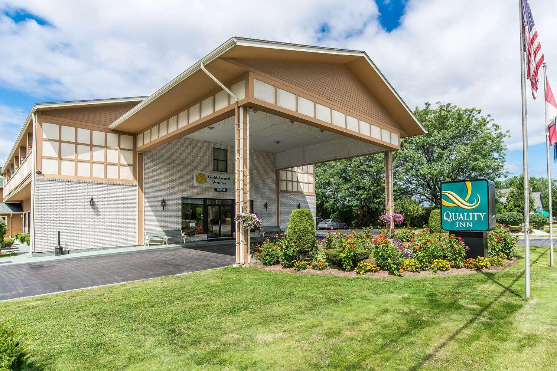 Exterior view - Quality Inn Shelburne