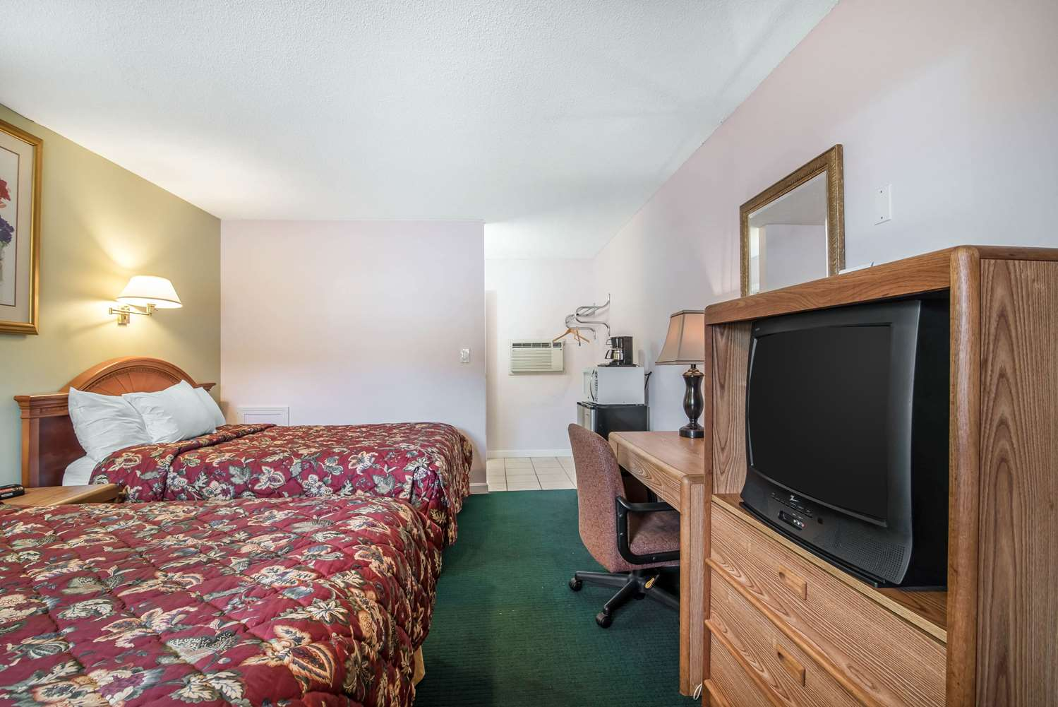 Room - Rodeway Inn Bellows Falls