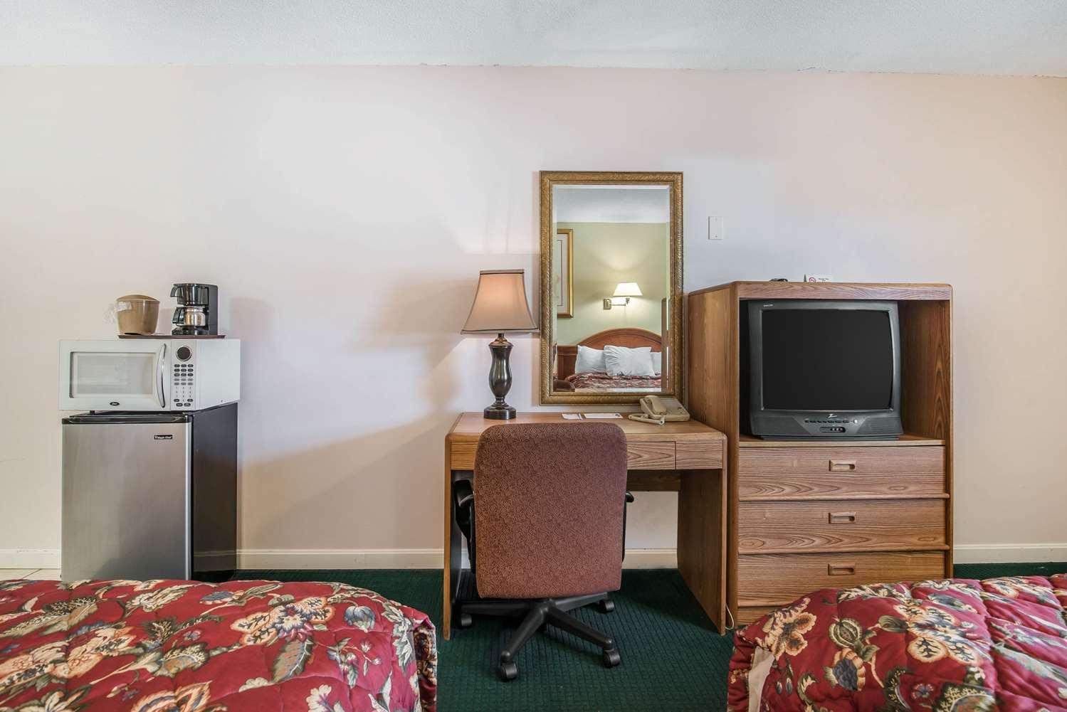 Room - Rodeway Inn Bellows Falls
