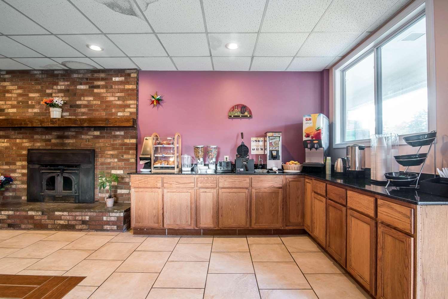 Restaurant - Rodeway Inn Bellows Falls