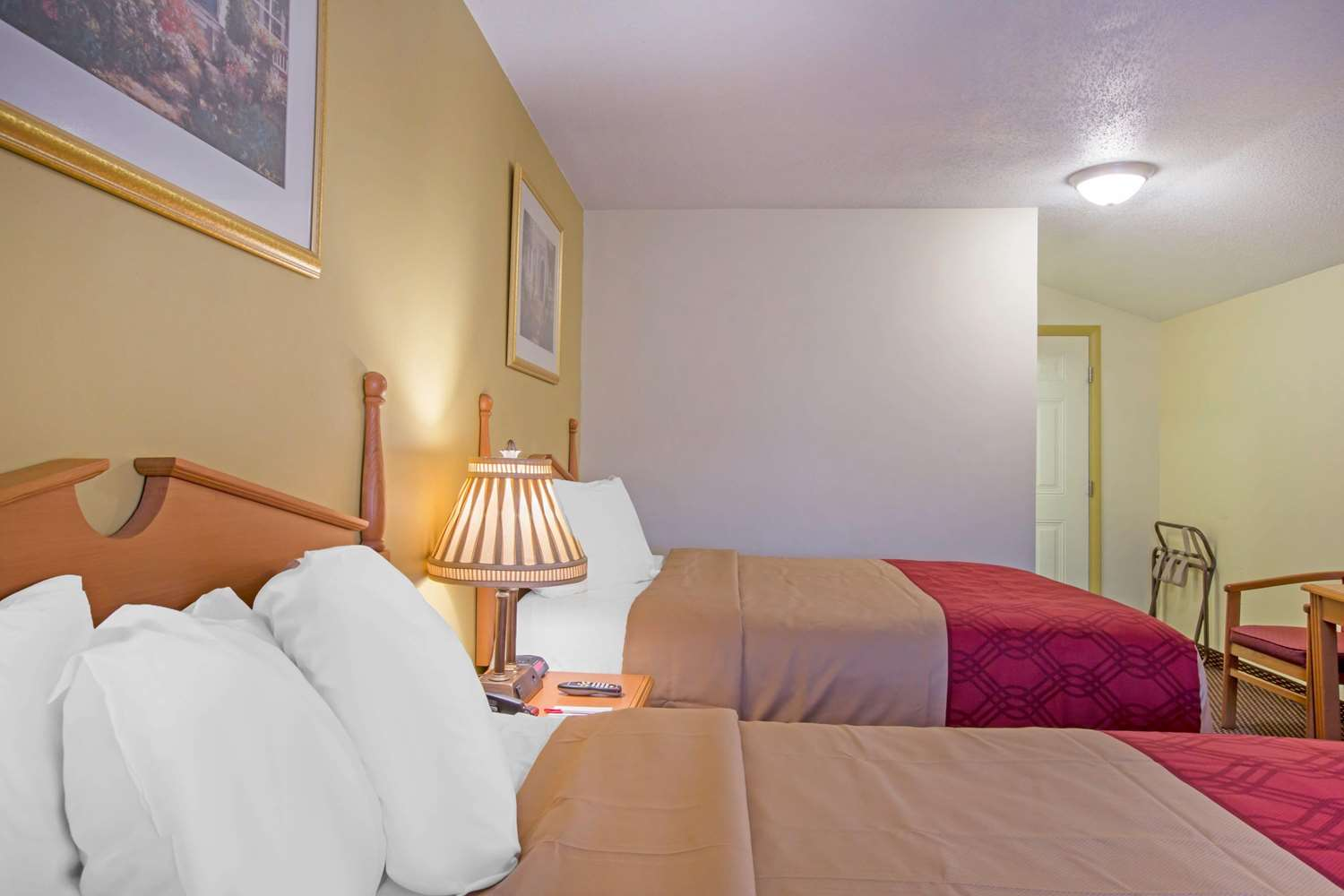 Room - Econo Lodge Manchester