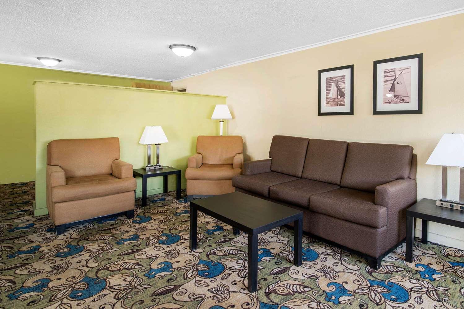 Lobby - Quality Inn Montpelier Barre