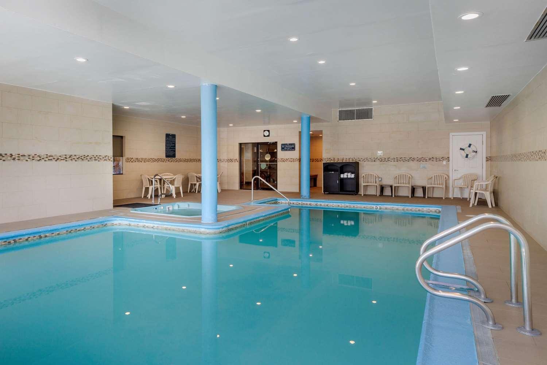Pool - Comfort Inn Trolley Square Rutland