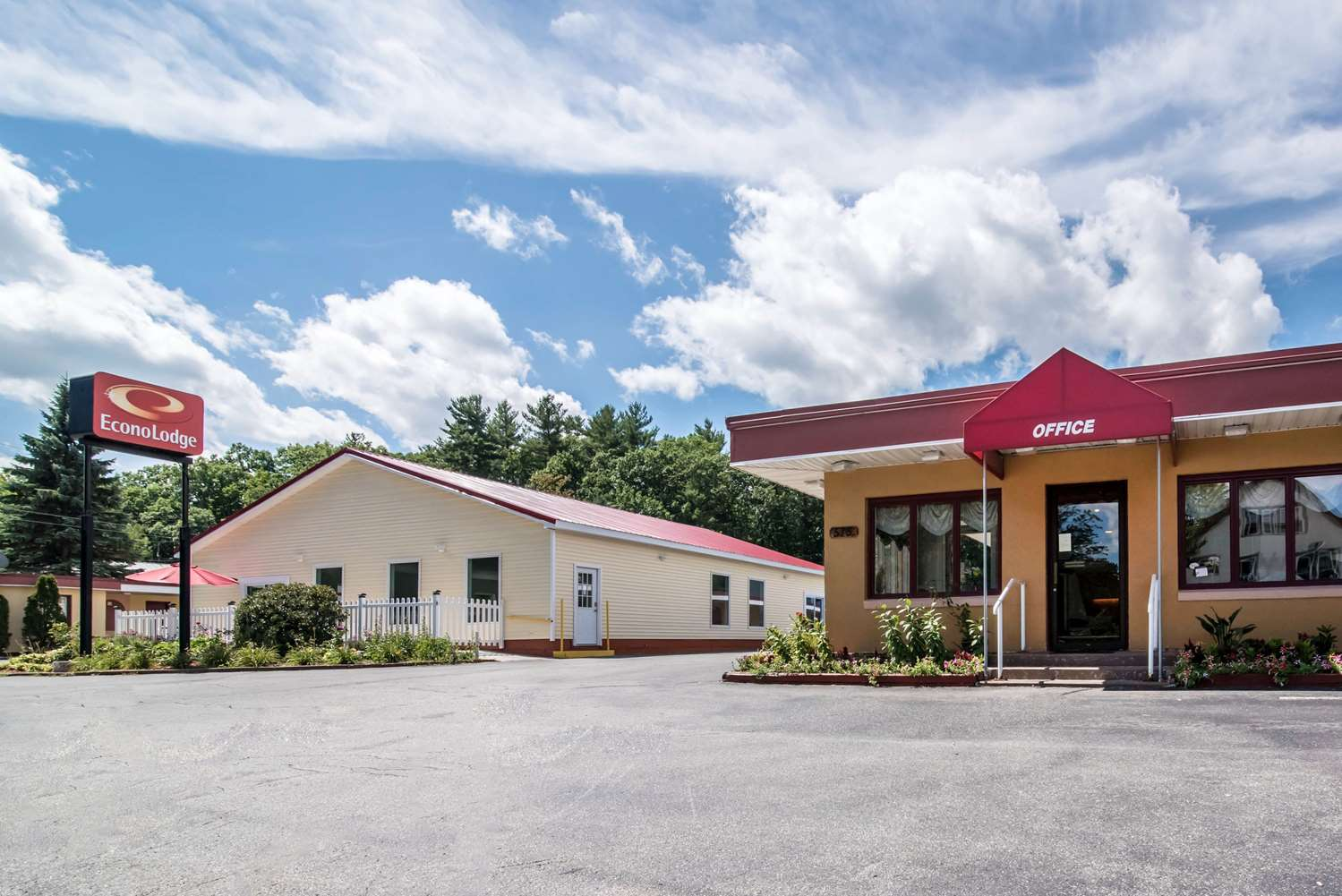 Exterior view - Econo Lodge Brattleboro