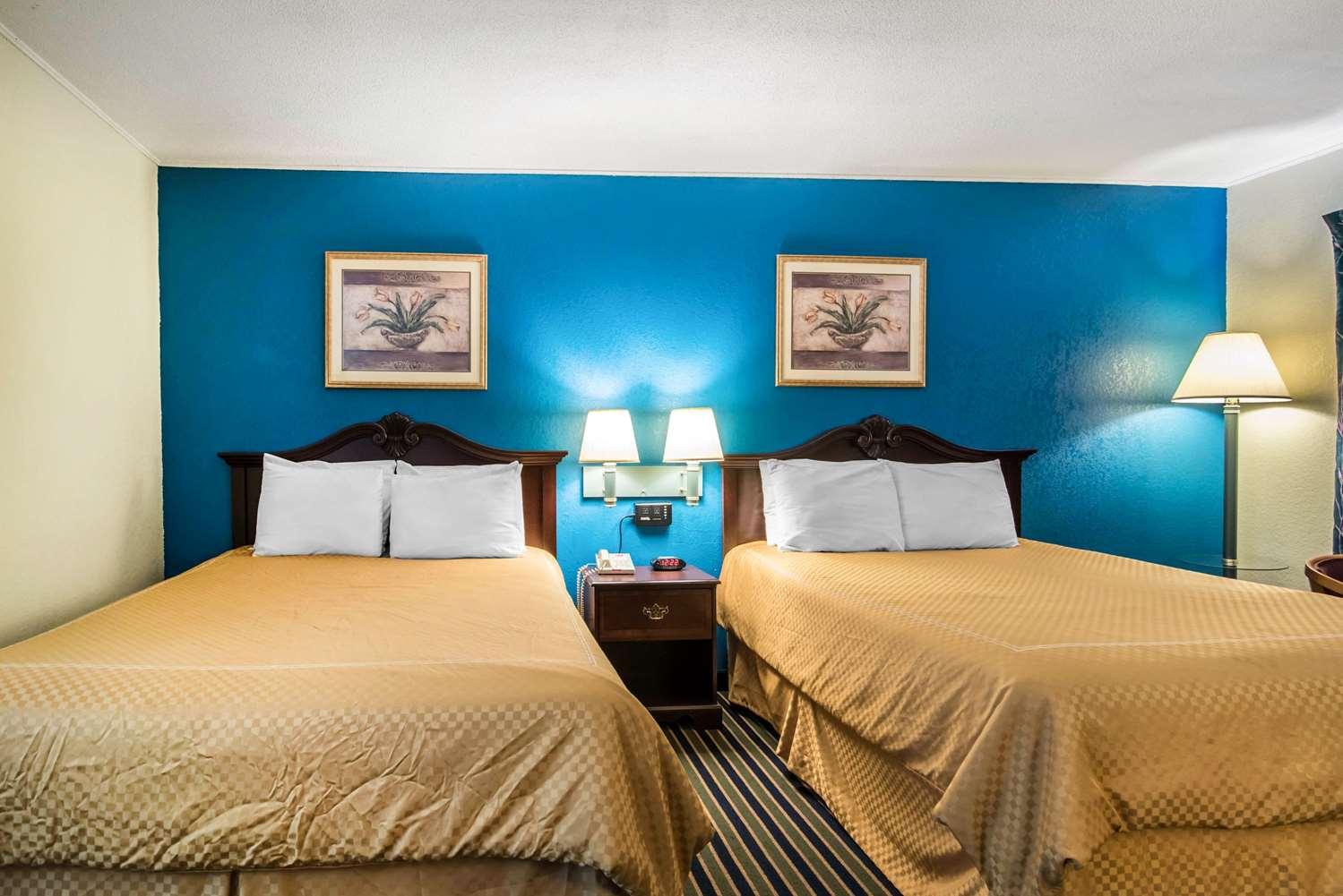 Room - Econo Lodge Brattleboro