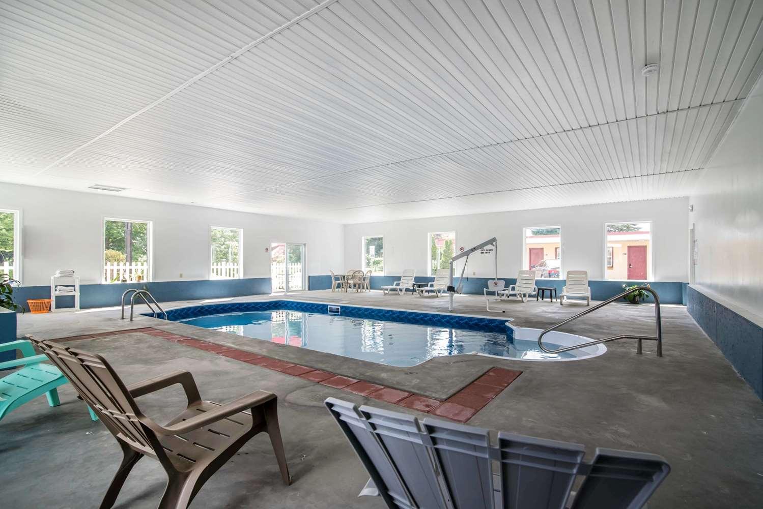 Pool - Econo Lodge Brattleboro