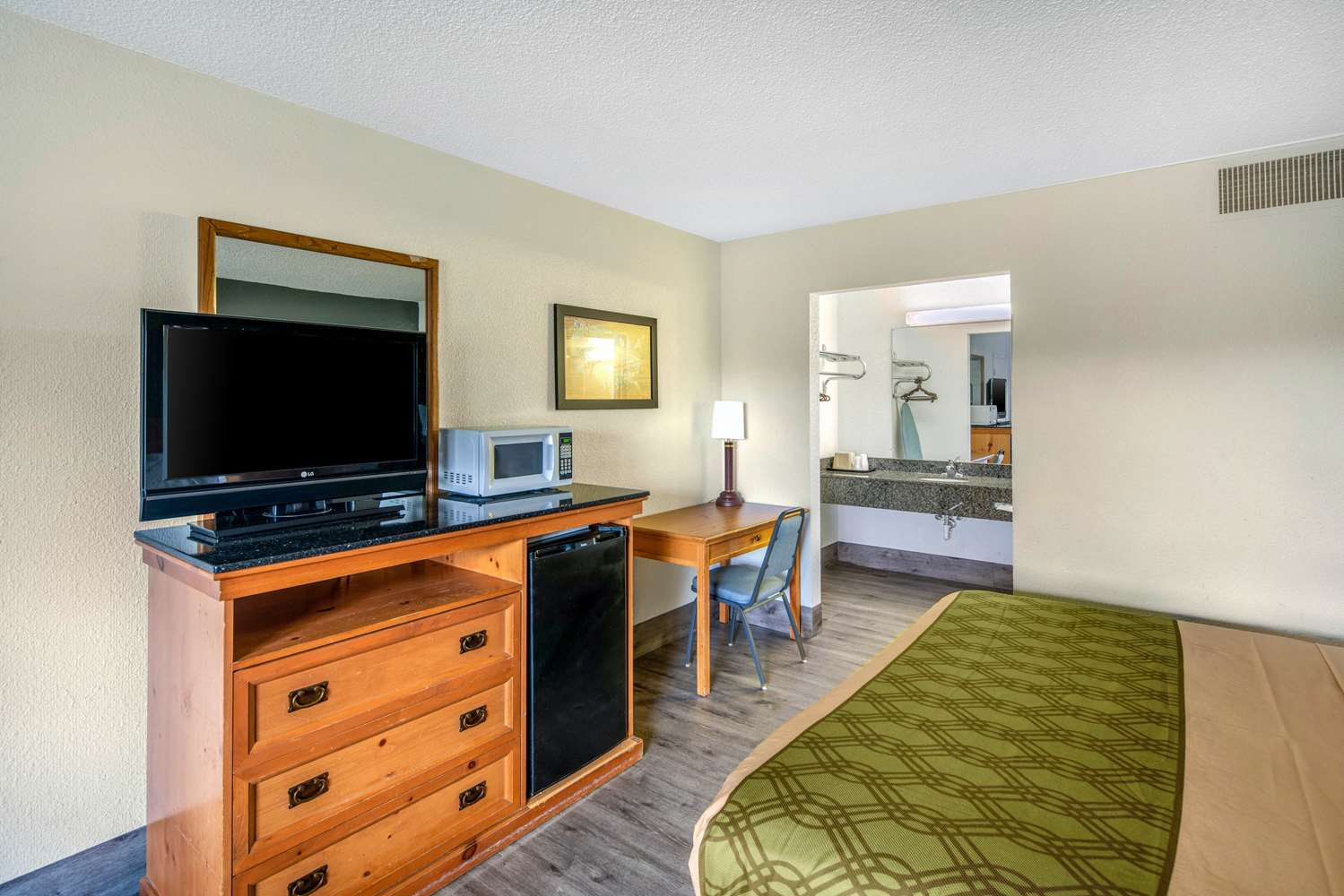 Suite - Econo Lodge & Suites Spokane