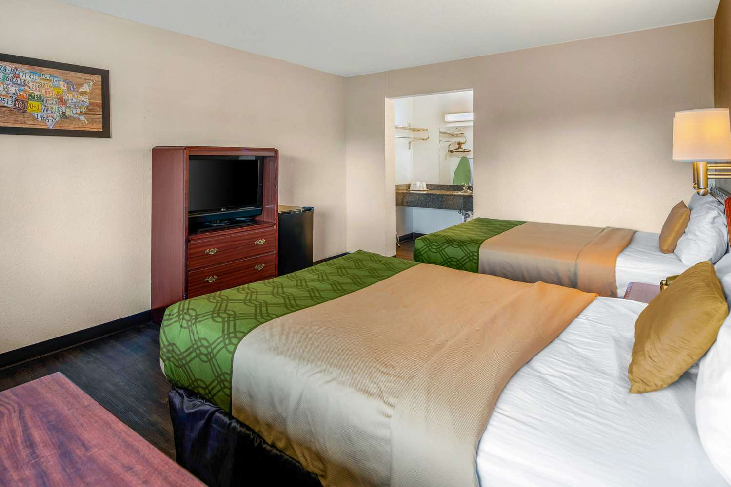 Room - Econo Lodge & Suites Spokane