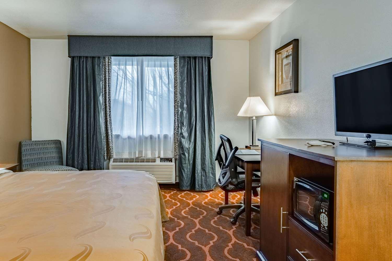 Room - Quality Inn Vancouver