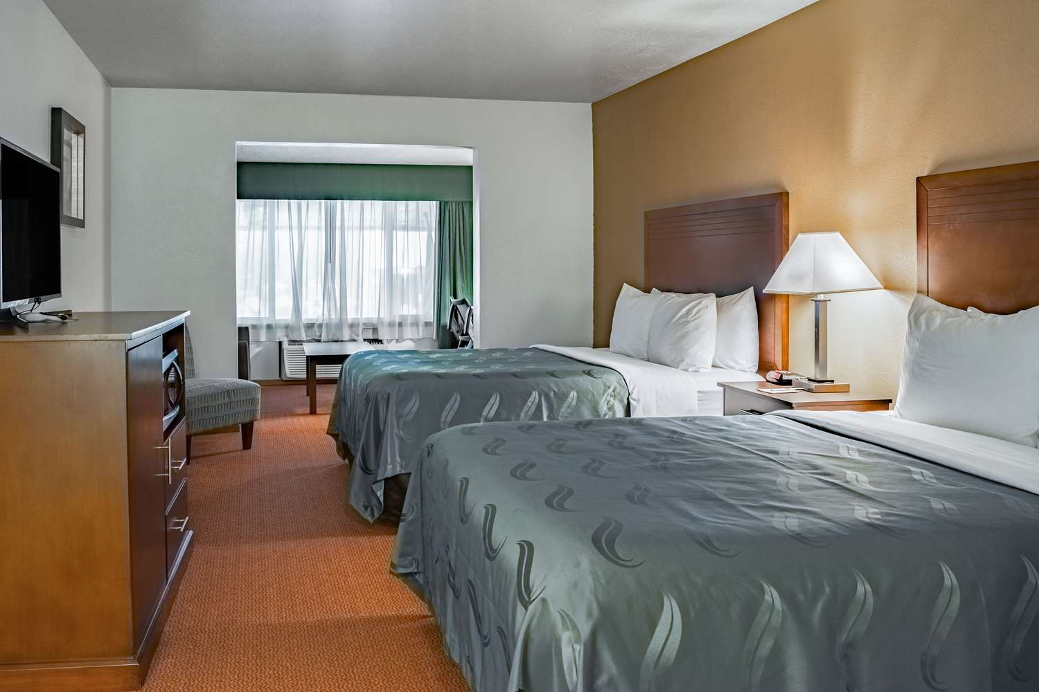 Suite - Quality Inn Vancouver