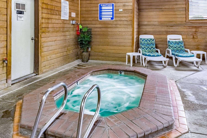Pool - Quality Inn Vancouver