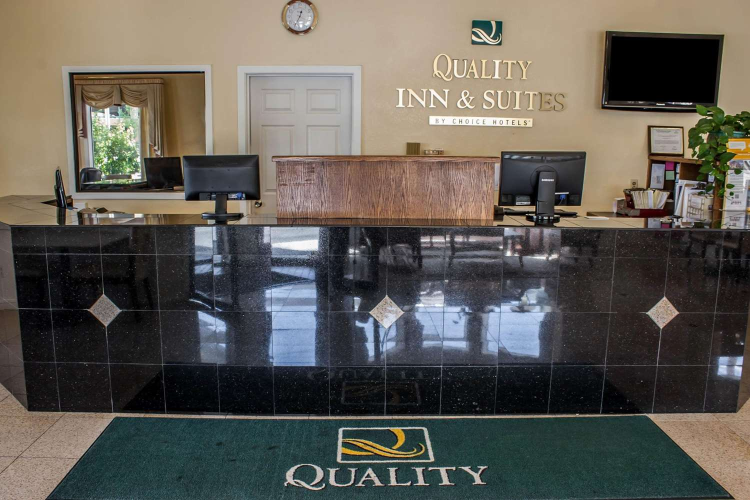 Lobby - Quality Inn & Suites Fife
