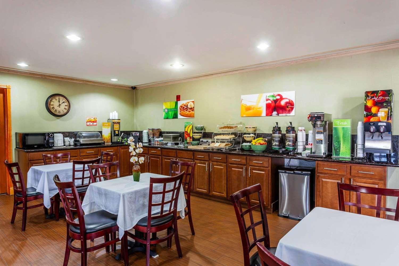 Restaurant - Quality Inn Arlington