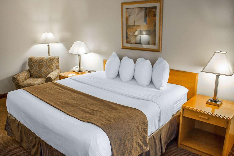 Room - Quality Inn & Suites Longview