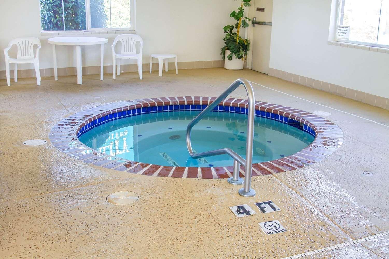 Pool - Quality Inn & Suites Longview