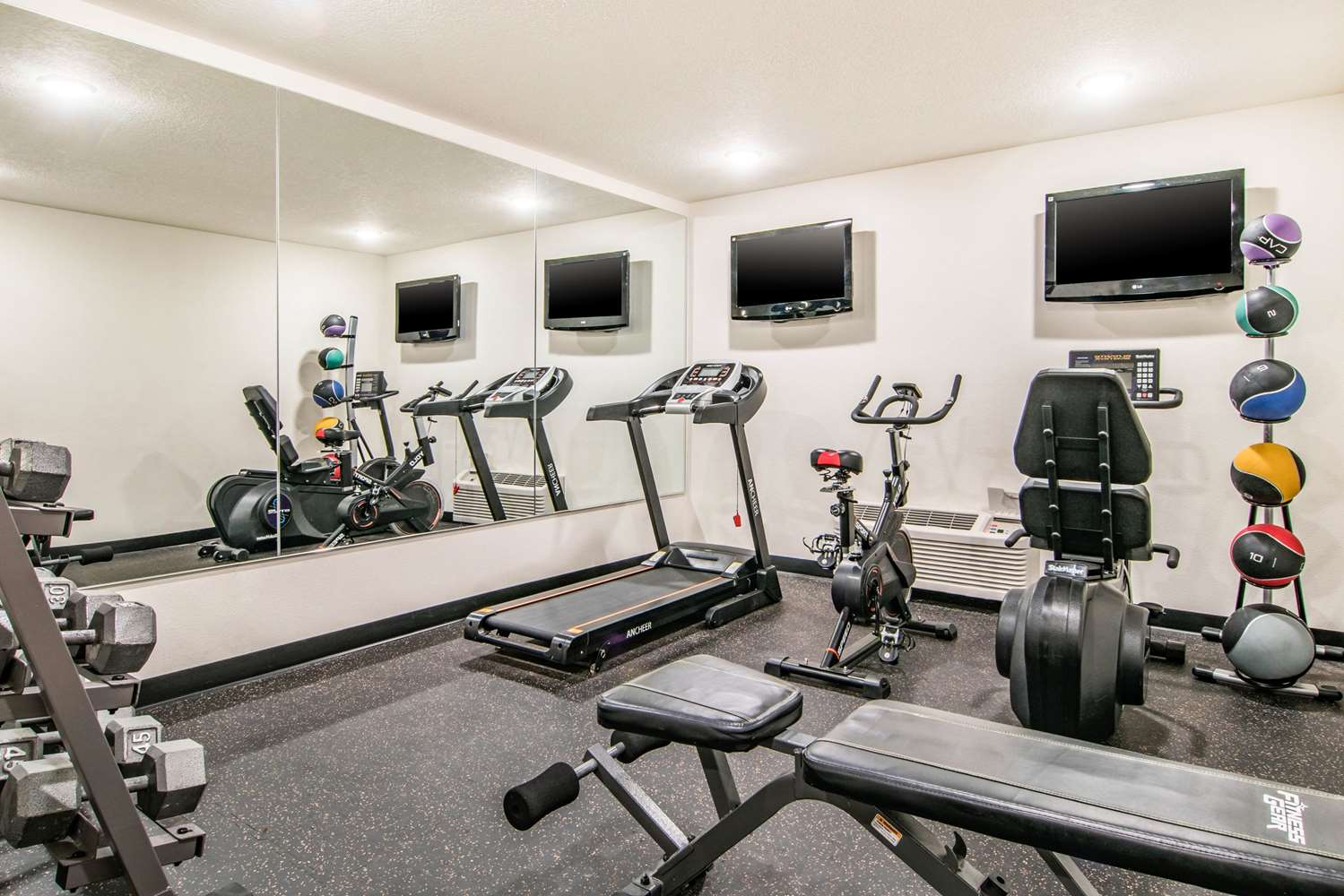 Fitness/ Exercise Room - Comfort Inn & Suites Vancouver