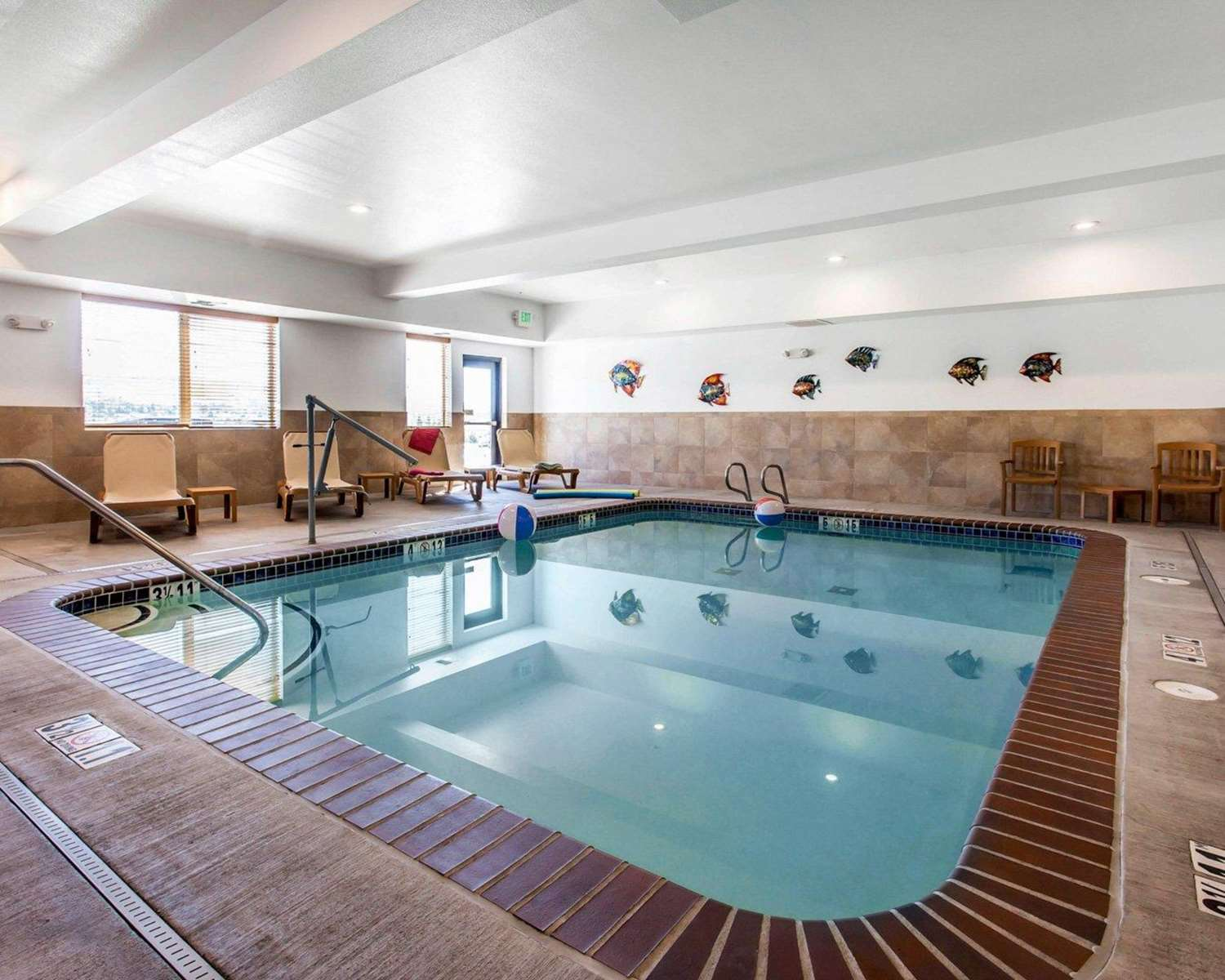 Pool - Comfort Suites Wenatchee
