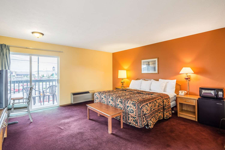 Room - Rodeway Inn North Spokane