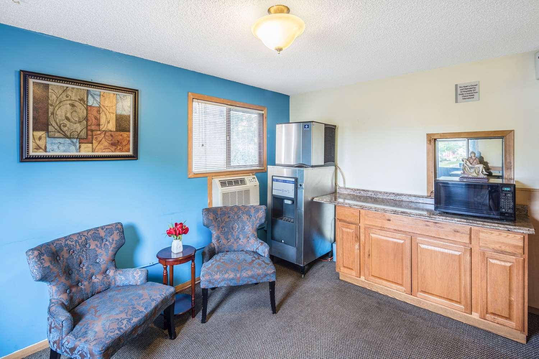Lobby - Rodeway Inn North Spokane