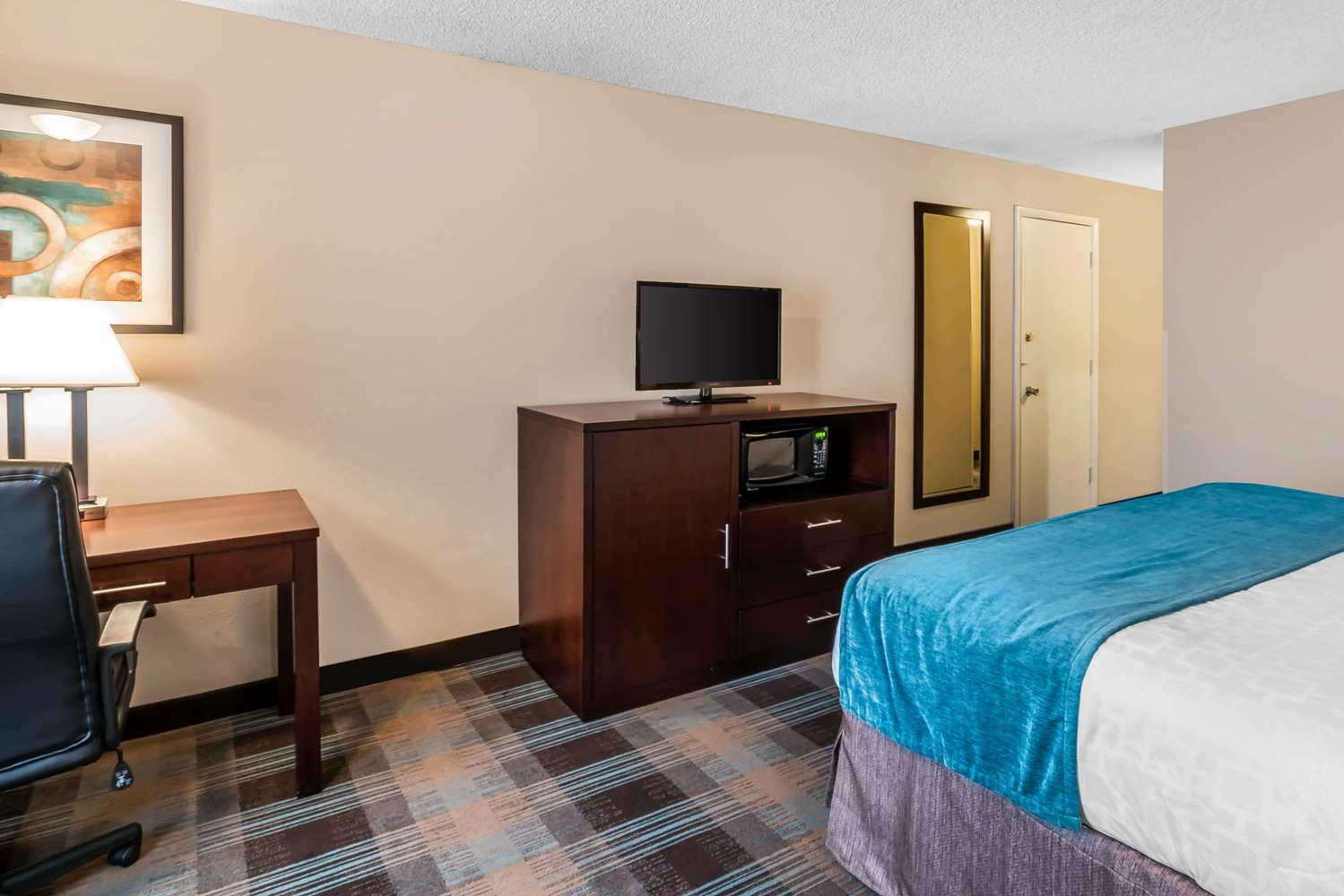 Room - Clarion Inn Tacoma Mall