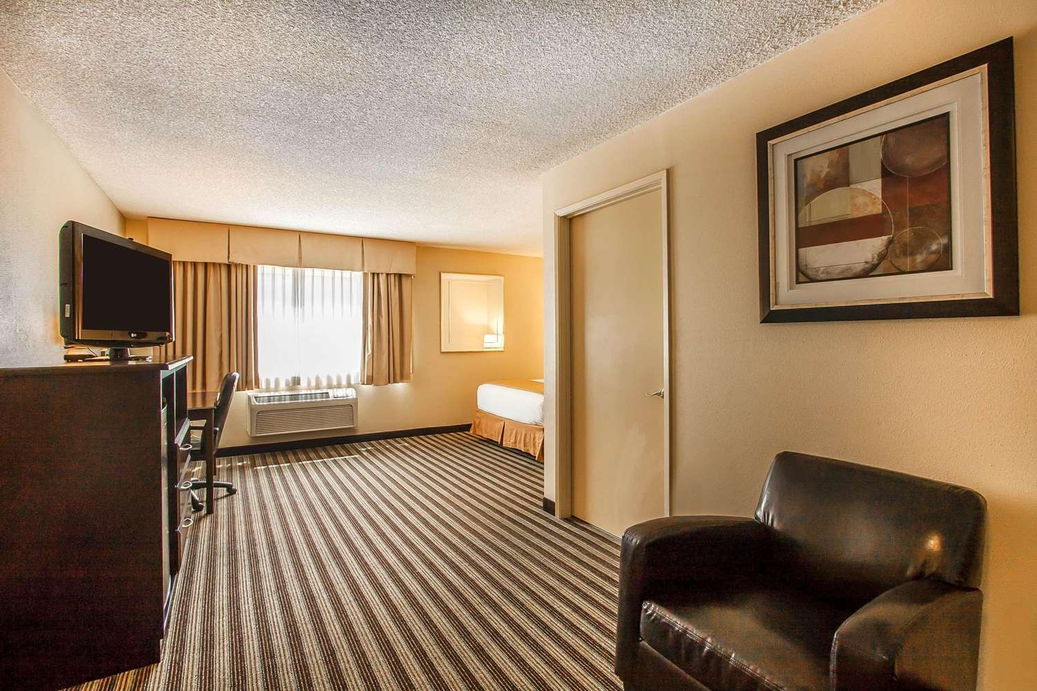 Room - Quality Inn & Suites Vancouver