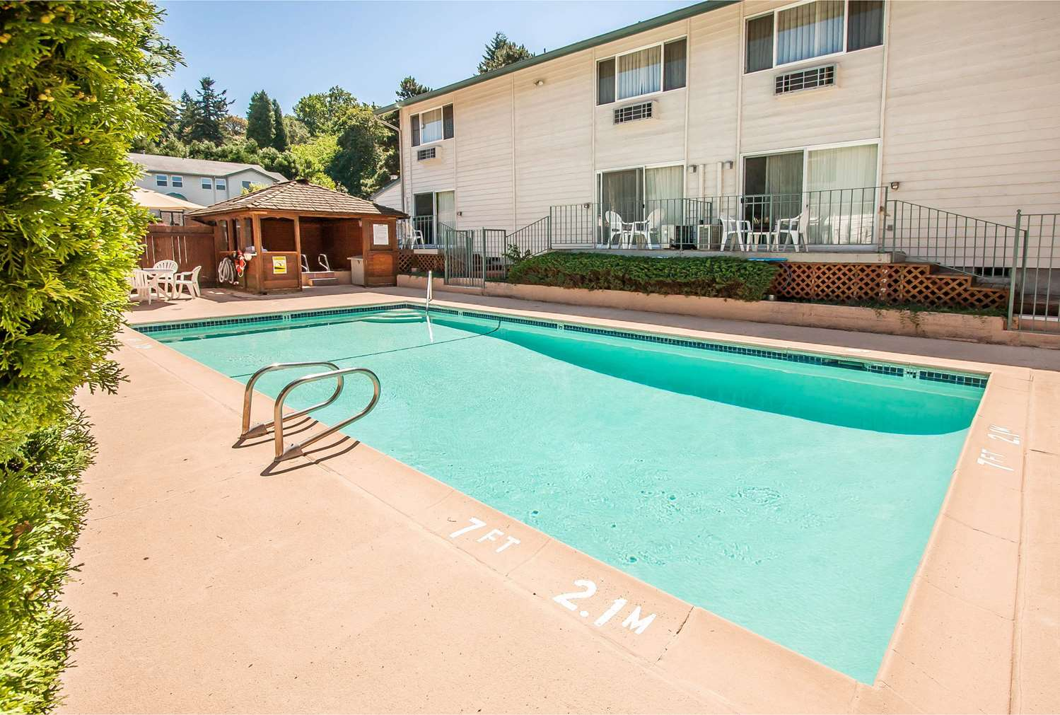 Pool - Quality Inn & Suites Vancouver
