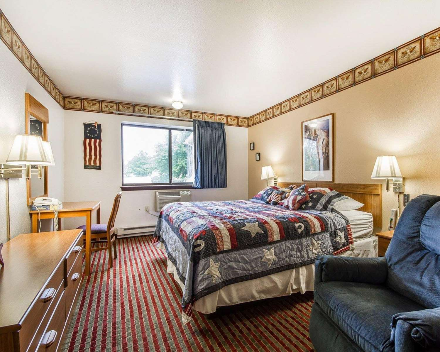Room - Rodeway Inn & Suites Madison