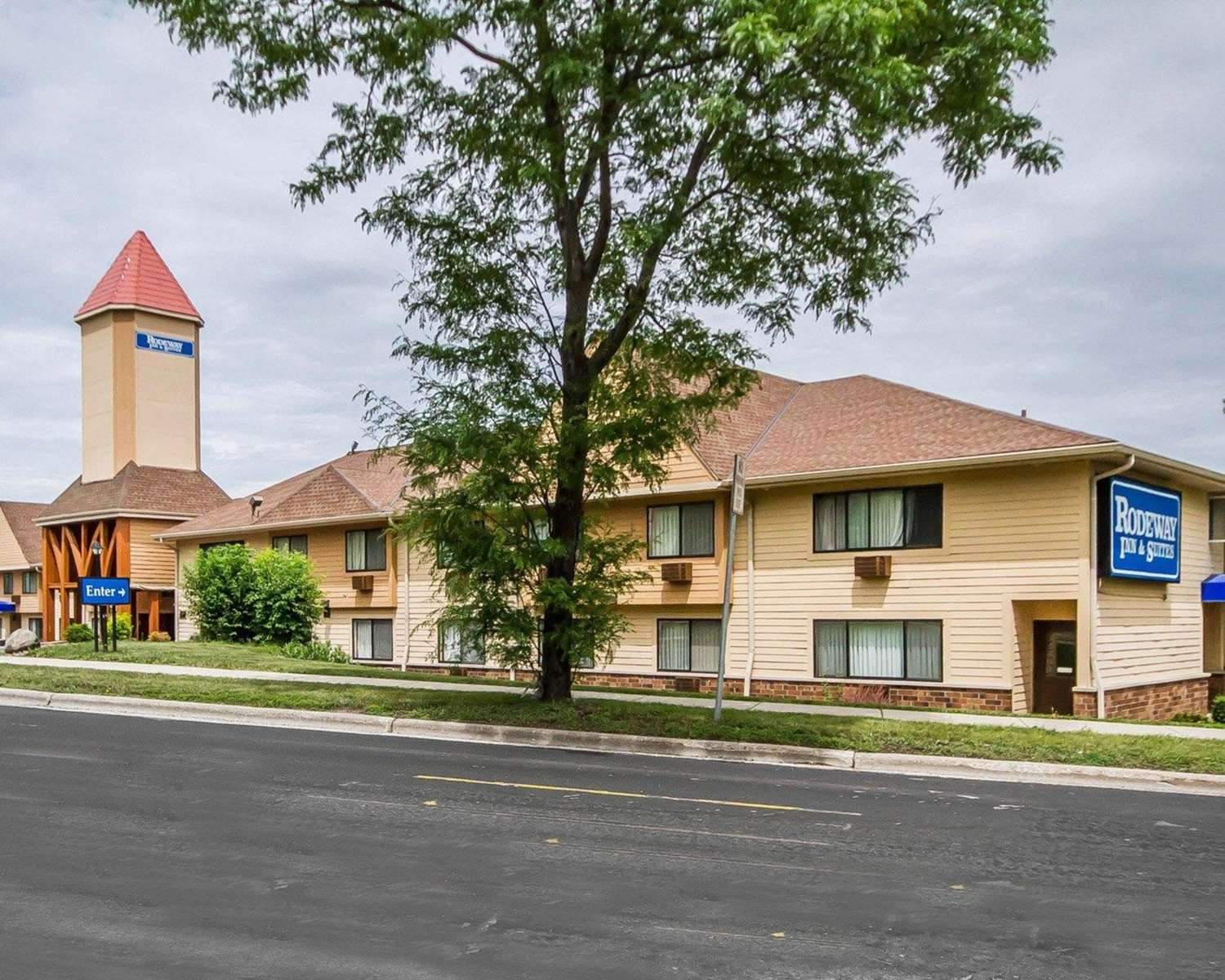 Exterior view - Rodeway Inn & Suites Madison