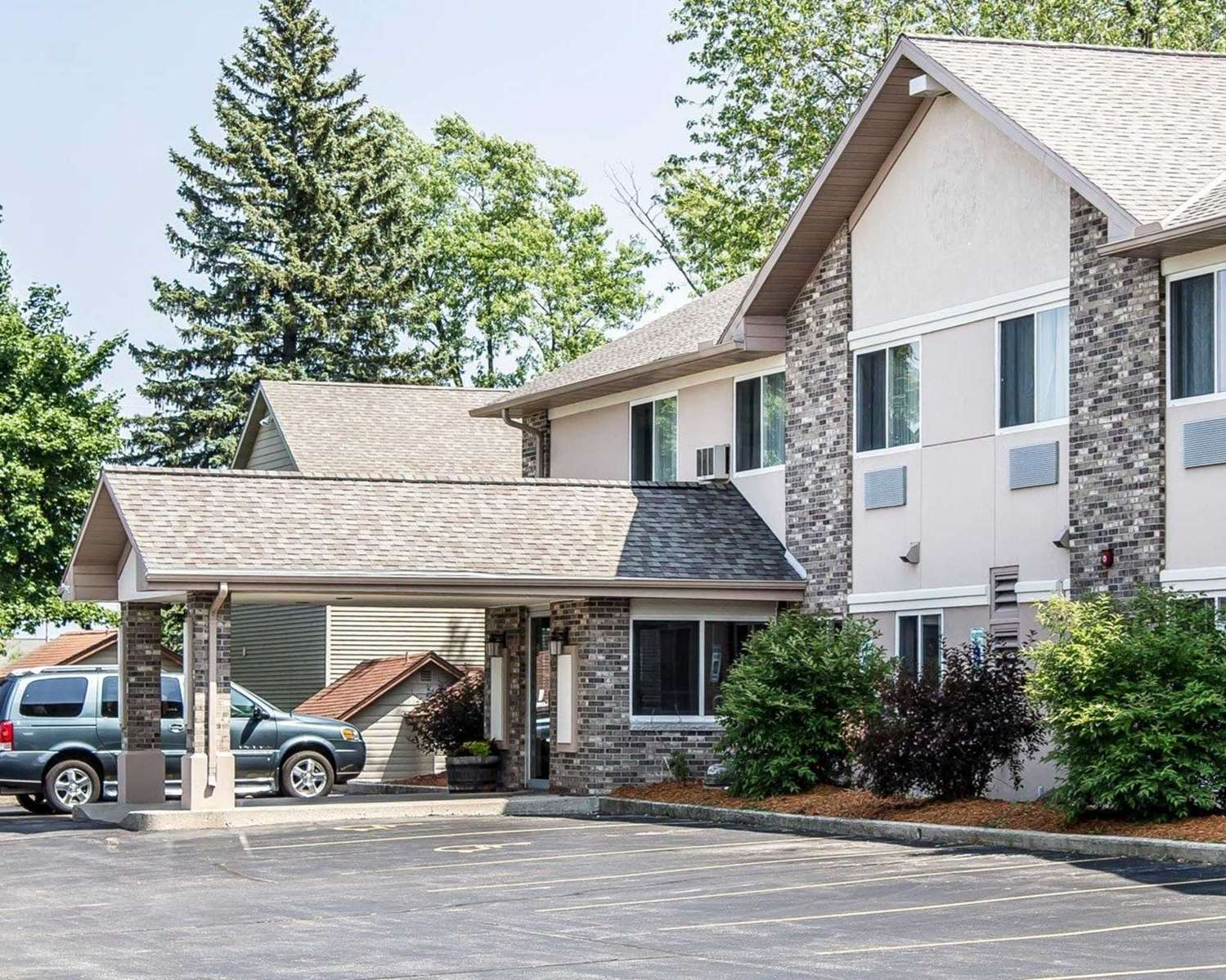 Quality Inn and Suites hotel in Sturgeon Bay, WI