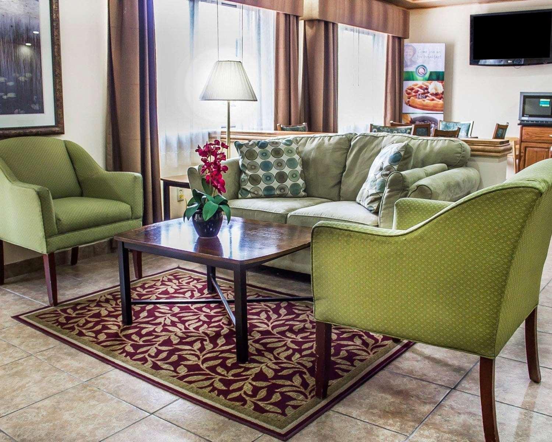 Lobby - Quality Inn Manitowoc