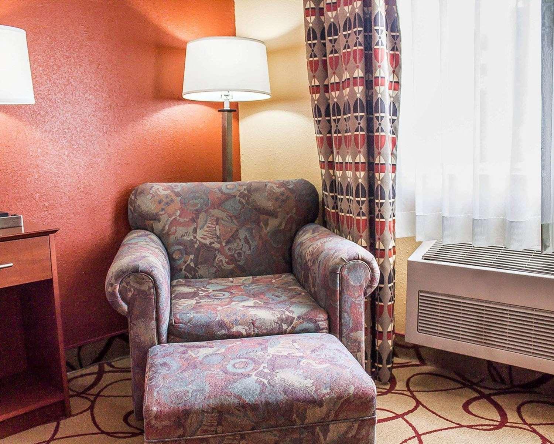 Room - Quality Inn Manitowoc